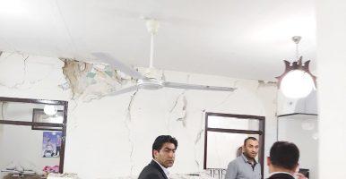 گزارش تصویری پایگاه خبری ایرانیان، از هجوم مردم زلزله زده مسجدسلیمان به بنیاد مسکن این شهرستان و حضور ابراهیم جعفری شهنی رئیس این بنیاد در میان مردم و پاسخگویی به آنان